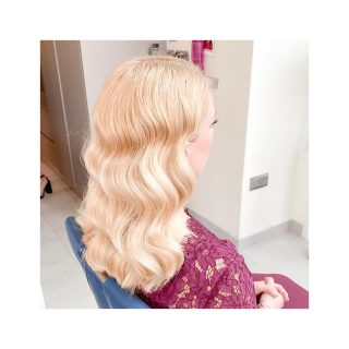 Oscars worthy hair for one of yesterday's gorgeous bridesmaids 📽🎞🎥 #2020wedding #hairstyles #weddinghair #weddingmakeup #mua #celebritymakeupartist #weddingday #photography #hair #bridalhair #bride #bridalmakeup #oxfordshirewedding #love #makeup #charlottetilbury #wifetobe #engaged #weddingplanning #hairstylist #wedding #londonwedding #destinationwedding #eyelashes #oscarshair #oscars2020 #hudabeauty  #bridesmaids #bridalhair #weddinghair