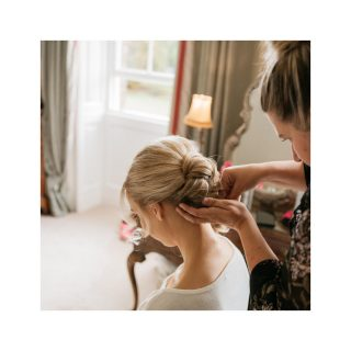 Concentration at its best for Helen ! 💫 #2020wedding #hairstyles #weddinghair #weddingmakeup #mua #celebritymakeupartist #weddingday #photography #hair #bridalhair #bride #bridalmakeup #oxfordshirewedding #love #makeup #charlottetilbury #wifetobe #engaged #weddingplanning #hairstylist #wedding #londonwedding #destinationwedding #eyelashes #oscarshair #oscars2020 #hudabeauty  #bridesmaids #bridalhair #weddinghair