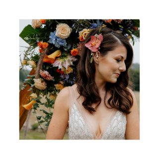 Think Positive & Be Positive ❤️   Photography - @steph.kiely.weddings  Flowers -@signatureflowersbucksandoxon  Venue styling - @ambiencestylingbuckinghamshire  Cake - @hollyclarkecakedesign  Dress - @anna_mcdonald_bridal_gallery_  Dress designer - @justinalexander   Furniture hire - @oxfordeventhire  Stationery - @whitecottageweddings  Hair - @lucybeesleybridal   Make up - @Kristyturnley_makeup  Grooms waistcoat - @timothyfoxx  Venue - Notley Tythe Barn  Venue organiser - @witcherskitchen  Bride - @apriljessica_  Groom - @will_wetrain  Flower girl - @kukanarose  BTS Photography - @sharrongibsonphoto  #wedding #weddingphotography #weddinghair #bride #groom #whataboutweddings #covid19 #hair #makeupartist #weddingvenue #weddingflowers #weddingdress #bridalhair